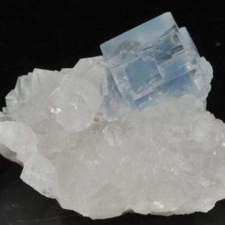 Blue fluorite from the Burc mine ( Burg, Tarn, France)