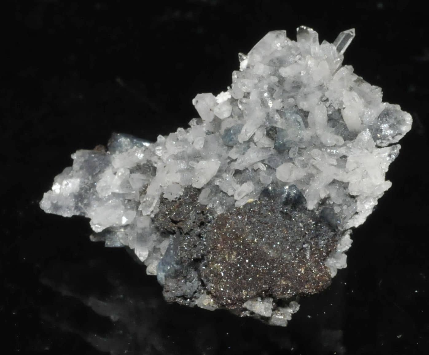 Molybdofornacite, scorodite and quartz, Tsumeb, Namibia.