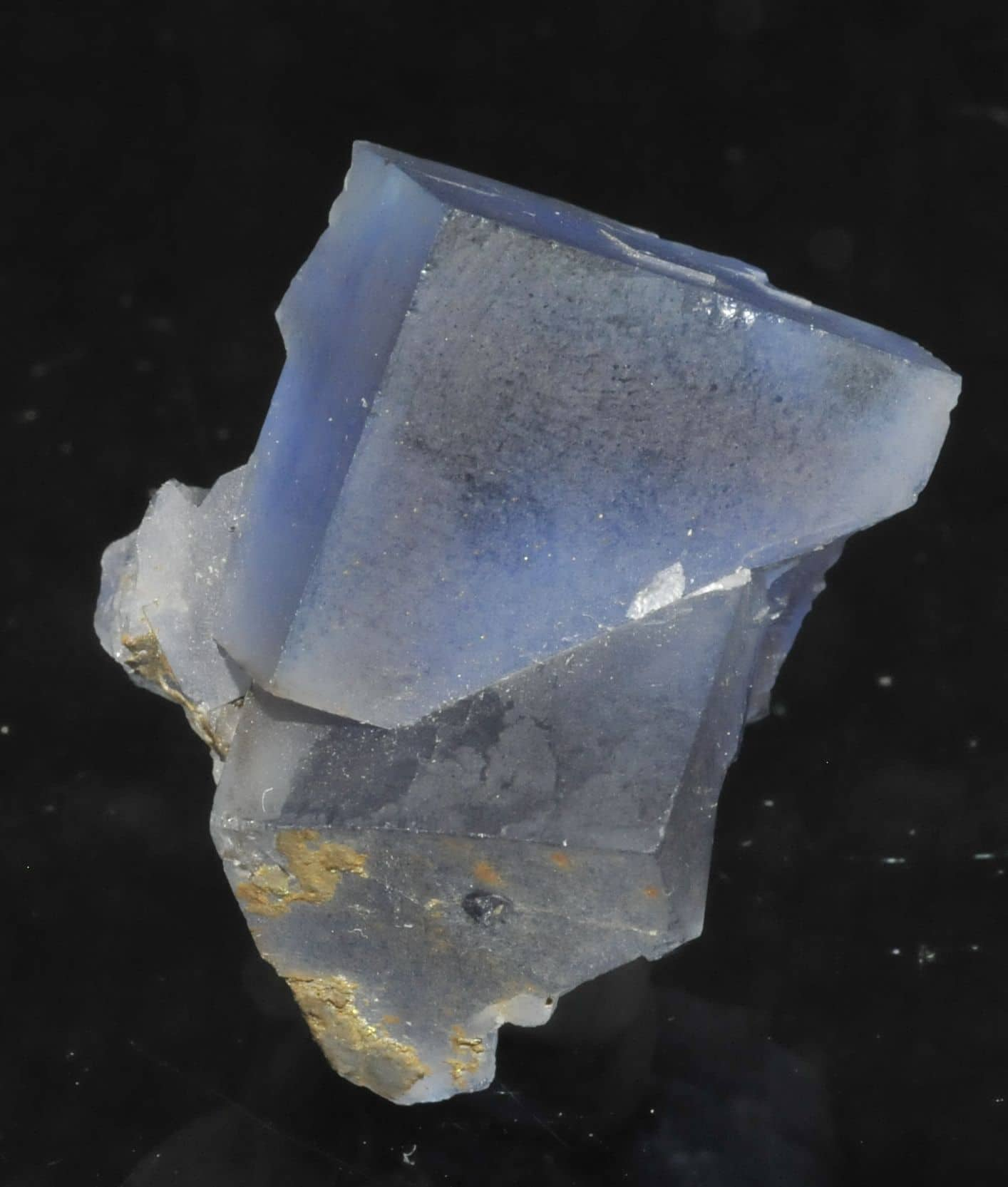 Blue fluorite from the Mont-Roc mine (Tarn, France)